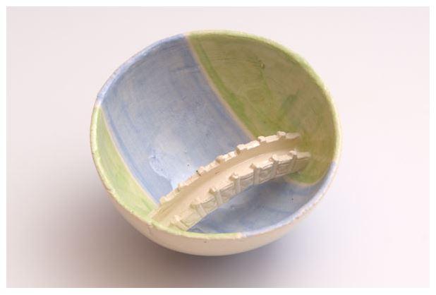 Wolf-Erik Widdel: Brückentasse, Keramik engobiert glasiert