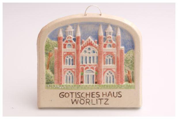 Wolf-Erik Widdel: Gotisches Haus, Relief Keramik glasiert